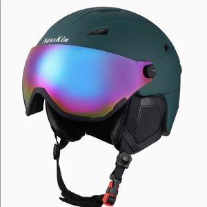 New NESSKIN Fully Molded Ski Helmet Green Size L